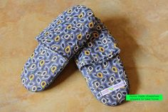 Shweshwe slippers Printing On Fabric, Sewing Projects, Fabrics, Slippers, Articles, Women's Fashion, Knitting, Clothes, Shoes