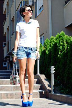 Navy-stradivarius-shorts-blue-non-branded-wedges-white-springfield-t-shirt_400
