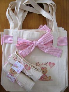 As ecobags personalizadas da Abelha Catita (www.abelhacatita.com.br) s�o uma op��o �til de lembrancinha de maternidade