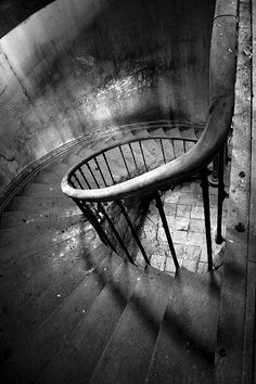 Old stairs, swirl, abandoned, stairway, staircase, spiral stairs, trappe, curves, beautiful, history, architechture, photo b/w.