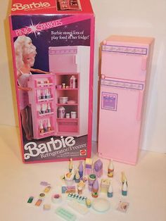 BARBIE DOLL 1990 REFRIGERATOR / FREEZER WITH PLAY FOOD! WHAT?! I never had one!