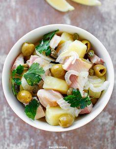 Sałatka ziemniaczana z wędzonym pstrągiem Pasta Salad, Cobb Salad, Smoked Trout, Kiss The Cook, Potato Salad, Lunch Box, Cooking Recipes, Tasty, Nutrition