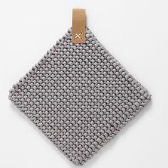 Topflappen aus Baumwoll-Schlauchgarn - List of the most creative DIY and Crafts Circular Knitting Needles, Knitting Yarn, Knitting Patterns, Crochet Patterns, Crochet Home, Knit Crochet, Diy Yarn Holder, Mercerized Cotton Yarn, Diy Accessoires