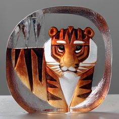 Tigro large glass handpainted sculpture by Mats Jonasson - This magnificent glass art deco inspired tiger sculpture by Mats Jonasson would make fabulous gift for any wildlife enthusiast. The free standing piece has been cast, sand-blasted then handpainted on