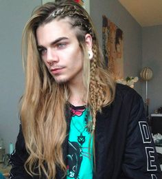 Long hair for men is certainly in style but there are considerations men will need to make when deciding to grow out their hair. Celebrity Hairstyles, Braided Hairstyles, Cool Hairstyles, Nils Kuiper, Viking Hair, Look Man, Hair Reference, Long Braids, Long Curly Hair