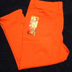 Capri Jeggings (jeans and leggings combined) Women's Capri Jeggings (which are jeans and leggings combined). Can be worn separately or under skirt, etc. Size Women's Plus XL 16-18. Stretchy, slimming and comfortable! Front and back pockets! Cotton Blend material. Pants Capris