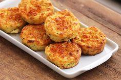 Os puffs de batata-doce são uns bolinhos salgados, leves, fáceis de fazer e muito saudáveis. Eles são perfeitos para o lanche e até para a sua marmita.