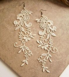 Lace earrings Wisteria ivory lace floral earrings by StitchFromTheHeart on Etsy Do It Yourself Fashion, Diy Schmuck, Bijoux Diy, Diy Fashion, Fashion Shoes, Funky Fashion, Fashion Vintage, Jewelry Crafts, Jewelery