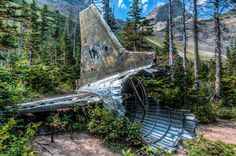 This wreckage at Crowsnest Pass, Alberta: 19 Terrifying But Gorgeous Abandoned Places In Canada Abandoned Churches, Abandoned Mansions, Abandoned Places, Abandoned Cars, Old Port, Haunted Places, Ghost Towns, Canada Travel, British Columbia