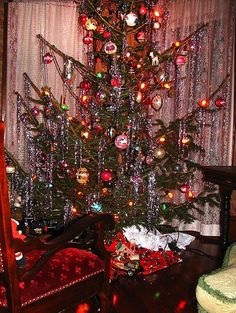 old fashioned christmas tree old fashioned christmas decorations the christmas tree itself is more important than christmas ornaments