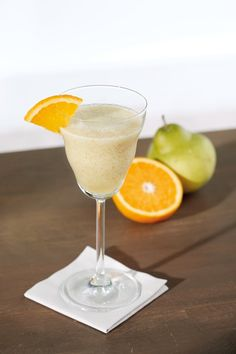 Nealkoholický hruškový koktejl Martini, Champagne, Tableware, Dinnerware, Dishes, Martinis