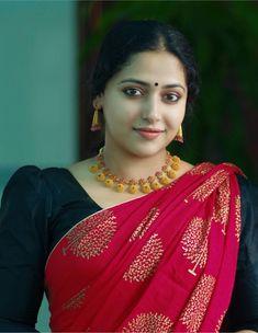 Very Beautiful Woman, Beautiful Women Over 40, Beautiful Girl Indian, Most Beautiful Indian Actress, Beautiful Girl Image, Beautiful Saree, Indian Natural Beauty, Indian Beauty Saree, Desi Girl Image