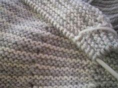 Tricot Layette - Brassière point mousse de 2 couleurs