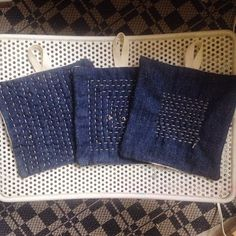 Jen Hewett (@jenhewett) | Making denim potholders and watching reruns of 30 Rock, as one does on a Sunday afternoon. | Intagme - The Best Instagram Widget