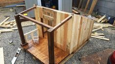 Pallet Dog House – Step by Step Plan - Dog Kennel Large Dog House, Dog House Bed, Build A Dog House, Dog House Plans, Outside Dog Houses, Dog Comparison, Pallet Dog House, Dog Kennel Cover, Dog Furniture
