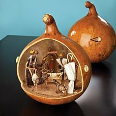 Kenyan Nativity Gourd, Uno Alla Volta