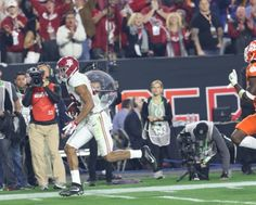 Alabama TE O.J. Howard, named the Offensive Player of the Game - 5 Rec. for 208 yards and 2 touchdowns as No. 2 Alabama beat No. 1 Clemson 45-40 in national championship game on Jan. 11, 2016, in Glendale, Ariz. CW / Layton Dudley and Shelby Akin #Alabama #RollTide #BuiltByBama #Bama #BamaNation #CrimsonTide #RTR #Tide #RammerJammer #NationalChampions