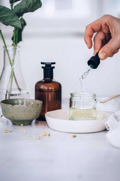 This DIY sensitive skin face moisturizer is packed with hyrdrating and anti-inflammatory ingredients like chamomile, shea butter and sea buckthorn oil. Beauty Care, Diy Beauty, Beauty Skin, Beauty Hacks, Beauty Tips, Homemade Beauty, Beauty Ideas, Beauty Secrets, Natural Hair Mask