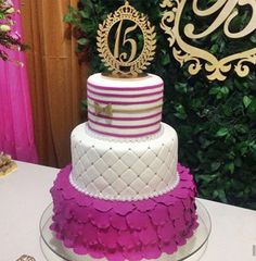 BOLO DE 15 ANOS...BOLO DE DEBUTANTE...15 YEARS CAKE...BIRTHDAY CAKE...BOLO DE ANIVERSÁRIO...BOLO DECORADO...DECORATED CAKE...BOLO DOS SONHOS