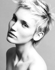 Emma Watson, Halle Berry, Michelle Williams… Hollywood's hotties are definitely loving the pixie cut and are the ones we all have to thank for this being one of the most popular looks in the past two years. This trendy hair style 2012 is absolutely gorgeous, oh-so-easy to maintain and is a perfect summer change all of you brave ladies should take into consideration.