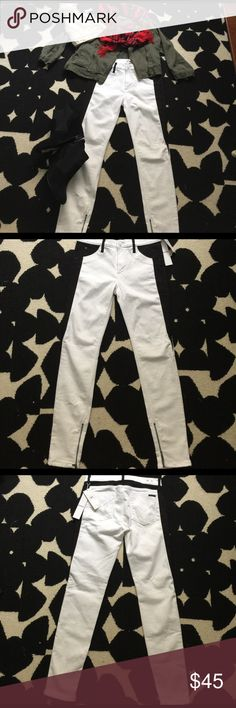 """NWT Hudson Midrise """"Abbey"""" Tuxedo Jeans NWT Hudson mid-rise White & Black Super Skinny Tuxedo jeans size 27. Faux pocket in front two pockets in back. Zipper at the ankles. Measurements: from waist to crotch 9""""from waist to hemline 36"""" all item in the first photo available for sale. Hudson Jeans Jeans Skinny"""