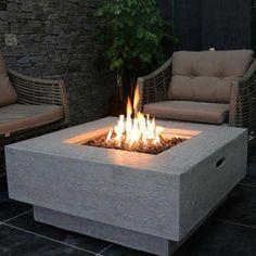 Manhattan Concrete Propane/Natural Gas Fire Pit Table - Feuerstelle im Garten Gas Fire Pit Table, Diy Fire Pit, Fire Pit Backyard, Backyard Seating, Backyard Ideas, Firepit Ideas, Landscaping Ideas, Cozy Backyard, Gas Fire Pits