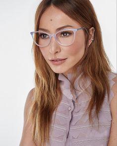 A apresentadora @sabrinasato lança sua primeira coleção óptica de sua marca própria: Sabrina Sato Eyewear. Com modelagens que combinam com todos os estilos e ocasiões a linha tem mais de 20 opções de cores e 100 novos modelos de óculos de receituário além do preview da sua próxima coleção de óculos solares. O ensaio tem styling assinado por @yanacioli beleza de @henriquem85 e fotos de @ fabiobartelt. Os óculos estarão à venda a partir de julho no e-commerce ee nas lojas multimarcas.  via…
