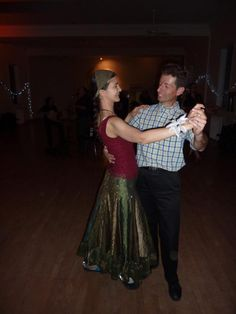 Take your Cross-step Waltz further! Exact topics tba. Prerequisite: You have done our beginner Cross-step Waltz workshop, or can do the turning basic of Cr
