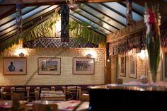 Dolma, restaurant en biowinkel  Net naast het Flagey plein vind je dit gezellige eetplekje, voorzien van bar, tuin en winkel. Je kan er vegetarische en veganistische gerechten krijgen, maar er is ook een indrukwekkend Tibetaans buffet.  Elsensesteenweg 329, Elsene