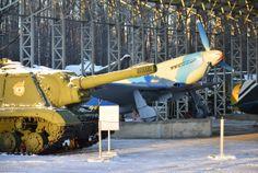 Museum of military equipment Museo de equipo militar (Aviones y tanques soviéticos)
