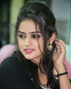 She's Very Pretty Stunningly Beautiful Beautiful Girl In India, Beautiful Girl Photo, Cute Girl Photo, Beautiful Gorgeous, Beautiful Babies, Beautiful Women, Stylish Girls Photos, Stylish Girl Pic, Beautiful Bollywood Actress