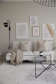 Checking the living room, what is on the wall on which you rest the sofa? (and we warn you that nothing is not an option) Desenio 88202221 194363758500849 3033471470551441450 N Living Room Upstairs, Home Living Room, Desenio Posters, Diy Y Manualidades, Bedroom Posters, Living Room Inspiration, New Room, Sofa Design, Decoration