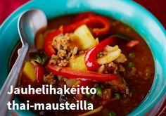 Jauhelihakeitto-thai-mausteilla, Resepti: Finefoods #kauppahalli24 #resepti #jauhelihakeitto #thai #verkkoruokakauppa Chili, Soup, Beef, Meat, Chile, Soups, Chilis, Steak
