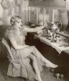 Ballerina, dancer, actress and Ziegfeld Girl, Harriet Hoctor, between sets. Vintage Glamour, Vintage Love, Vintage Beauty, Vintage Ladies, Retro Vintage, Vintage Fashion, 1920s Glamour, Vintage Woman, 20s Fashion