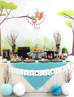 How to create a beautiful tablescape for a colorful woodland party!