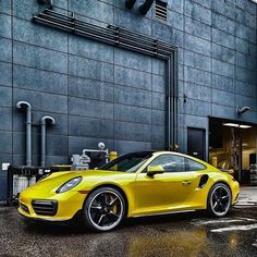 Just something about this black & yellow spec 911 Turbo  • pic @statusspeed #CarsWithoutLimits #Porsche #911Turbo