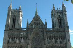 Norge i høy- og senmiddelalderen 1130-1537 – Nidarosdomen, nordens største middelalderkirke, påbegynt i 1248 og ferdigstilt cirka 1320