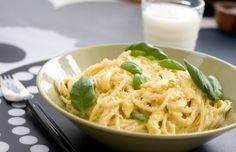 Pasta met citroen, kip en basilicum. Zonder knof / ui; met knoflook/uienolie. Dan is ' ie FODMAP-safe :-)