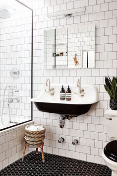 Small Home Interior A bathroom renovation we can get behind. Swipe to see this black and white beauty's built-in shower storage, then head to the link in our bio for more of the Brooklyn home! Photo by home of and design by Barbara Laing.c and Carl Rivera Bathroom Renos, Bathroom Flooring, Bathroom Renovations, Master Bathroom, Home Remodeling, Bathroom Ideas, Tile Flooring, Bathroom Makeovers, Simple Bathroom
