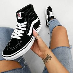 Vans - Fashionable mid sneaker for ladies, which you can vary in the summer. Vans - fashionable mid sneaker for women, which you can vary in summer. Vans - fashionable mid sneaker for women, which you can vary in summer. Sneakers Addict, Sneakers Mode, Best Sneakers, High Top Sneakers, Sneakers Fashion, Fashion Outfits, Vans Sk8 Hi Black, Vans Sk8 Low, Hi Top Vans