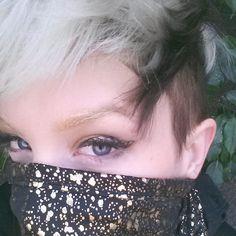 Gold Splatter eyeliner by Bre Lembitz