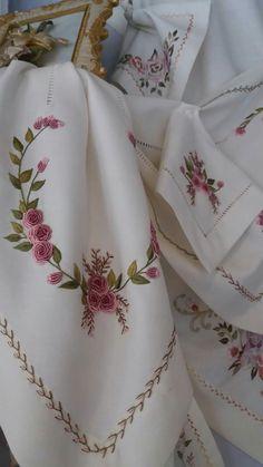 Çeyiz ve dekorasyona ait herşe Hand Embroidery Patterns Flowers, Hand Embroidery Flowers, Silk Ribbon Embroidery, Hand Embroidery Designs, Embroidery Kits, Bullion Embroidery, Embroidery Needles, Cross Stitch Embroidery, Brazilian Embroidery