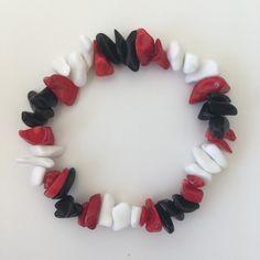 A bracelet with coral, black onyx and white agate beads #etsyshop #beadedbracelet #stretchbracelet #coralbracelet #onyxbracelet #agatebracelet Coral Bracelet, Beaded Bracelets, White Agate, Agate Beads, Red Coral, Stretch Bracelets, Black Onyx, Etsy Shop, Stars
