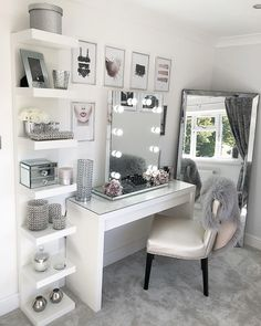Glam Beauty Room Vanity Decor Penteadeira Bedroom Decor For Beauty Room Ideas Cute Room Decor, Teen Room Decor, Beauty Room Decor, Makeup Room Decor, Beauty Room Salon, Easy Diy Room Decor, Cute Room Ideas, Wall Decor, Room Ideas Bedroom