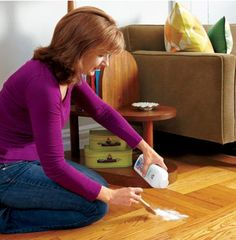 Silence squeaky wood floors by sprinkling on talcum powder.Use a paintbrush to work the powder into the joints between boards and sweep away any excess. For tight spots you can use powdered graphite that's squeezed from a tube. Diy Cleaning Products, Cleaning Hacks, Cleaning Solutions, Squeaky Floors, Useful Life Hacks, Home Repairs, Clean House, Baby Powder, Household Tips
