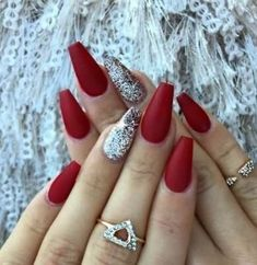 Red matte nails with some glitter - christmas nails - Nageldesign Red Matte Nails, Matte Acrylic Nails, Blue Nails, Burgundy Nails, Red And Silver Nails, Burgundy Colour, Red Manicure, Acrylic Tips, Red Colour