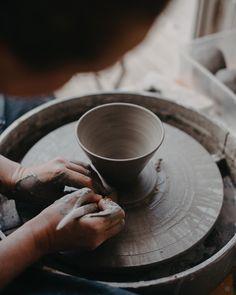 Jag har två lediga platser på nästa veckas Dreja och Formge i keramik i min verkstad i Sollentuna. Vi kör igång tisdagen 23 juni kl. 15-19! Du får pröva på olika keramik tekniker och även testa på att dreja. Fika ingår såklart. Häng med på en kul eftermiddag och prova på något nytt!  Bild @malinlindner  #petralundslera #drejning #design #handgjordkeramik #tableware #pottersofinstagram #ceramiclove #functionalpottery #myceramiclife #wabisabi #wabisabistyle #scandinavianhome #interiorinspo… Juni, Wabi Sabi, Petra, Create, Tableware, Design, Dinnerware, Tablewares