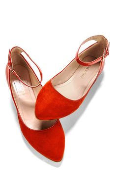 Red ballet flats - i wanna look good. but i also wanna feel good on my wedding day. cant do that if my feet hurt. these are awesome! Red Ballet Flats, Red Flats, Orange Flats, Crazy Shoes, Me Too Shoes, Look Fashion, Fashion Shoes, Jeans Fashion, Sneakers Fashion