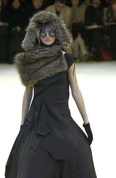 Yohji Yamamoto - Ready-to-Wear - Runway Collection - Women Fall / Winter 2000
