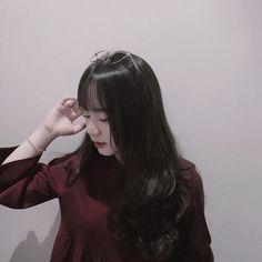 Gambar mungkin berisi: satu orang atau lebih Ulzzang Couple, Ulzzang Girl, Korean Girl, Asian Girl, Kawaii Wigs, Korean Makeup Look, Photo Poses, Girl Pictures, Cute Girls